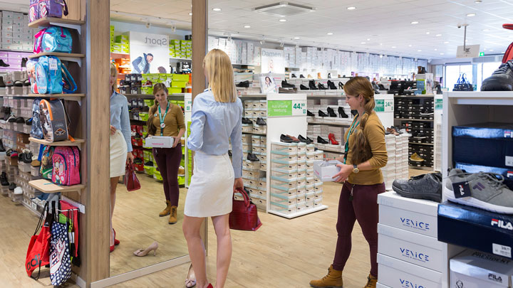 Deichmann, Hohen Neuendorf - highly efficient fashion shop lighting