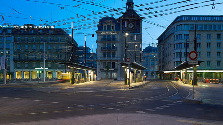 Square in Geneva illuminated by Philips