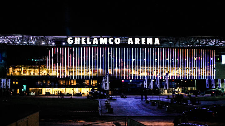 Ghelamco Arena, including the façade, is spectacularly illuminated by Philips exterior  and sports field lighting